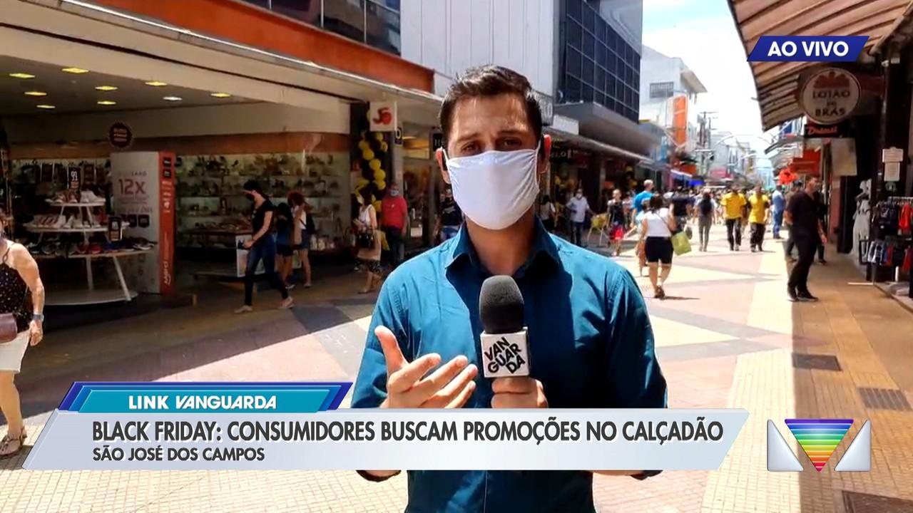 Black Friday: consumidores buscam promoções no Calçadão de São José