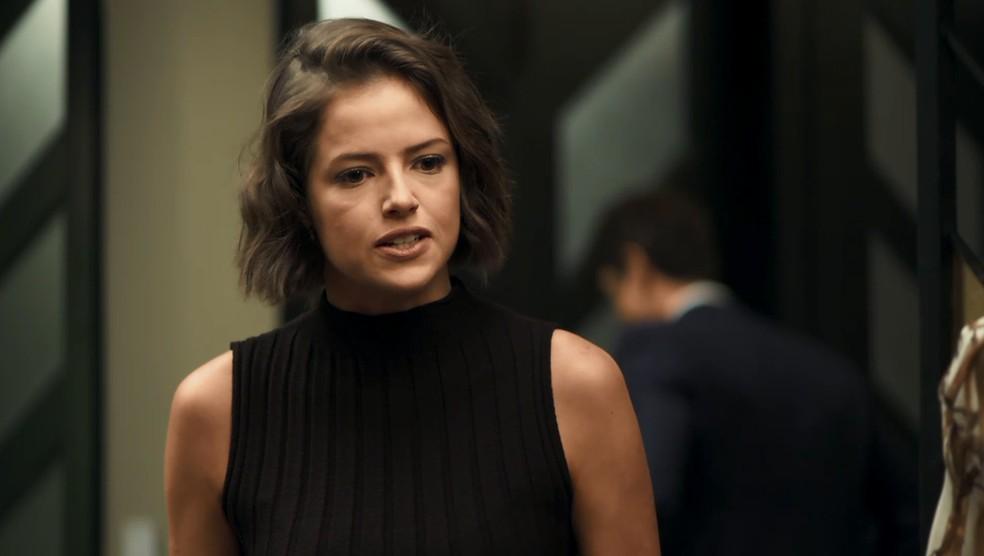 Josiane (Agatha Moreira) implora para Régis (Reynaldo Gianecchini) ficar ao seu lado, na novela 'A Dona do Pedaço' — Foto: TV Globo