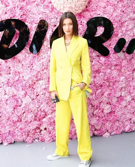 Bella Hadid no desfile de estreia de Kim Jones na linha masculina da Dior (Foto: Reprodução/Instagram)