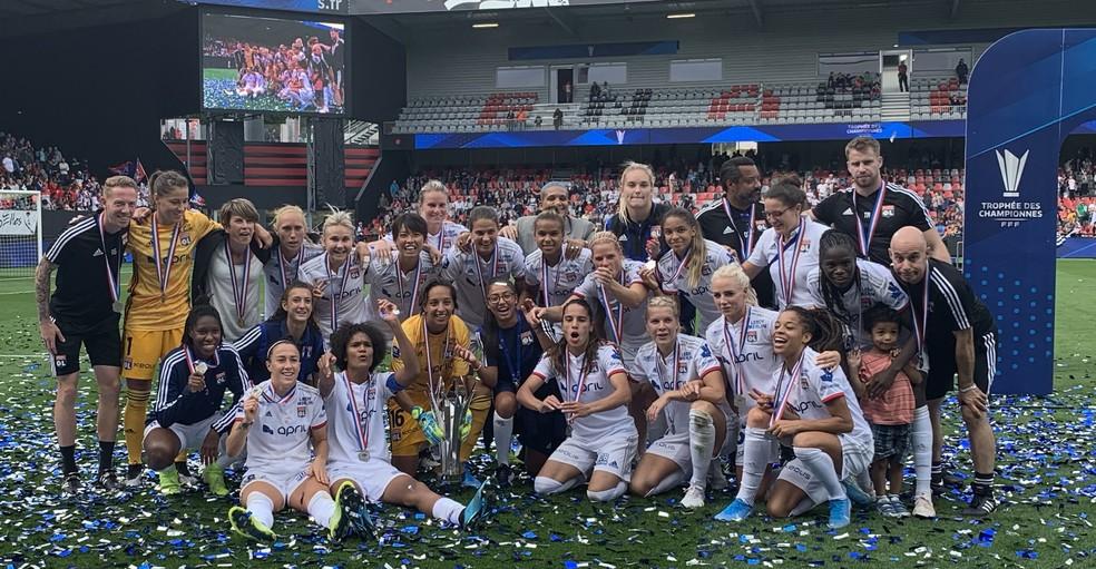 Jogadoras do Lyon comemoram a conquista do Troféu dos Campeões na França — Foto: Twitter/Lyon Feminino