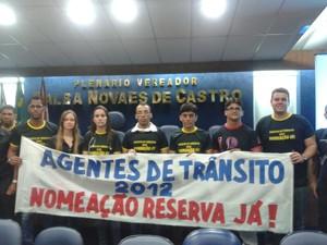 Aprovados em concurso para agentes de trânsito cobram nomeação (Foto: Carolina Sanches/G1)