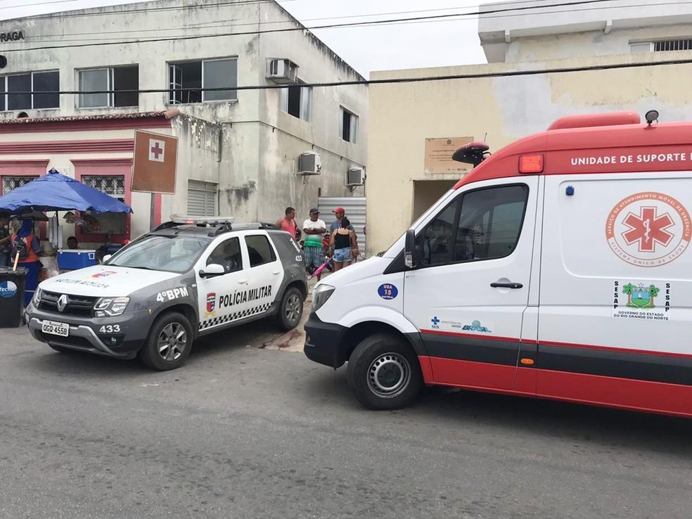 Baleados em São Gonçalo foram socorridos para o hospital da cidade; três não resistiram aos ferimentos   — Foto: Kleber Teixeira/Inter TV Cabugi