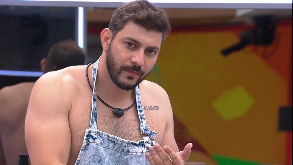 Caio desabafa com Rodolffo sobre sister: 'Chateado por ter sido exposto' — Foto: Globo