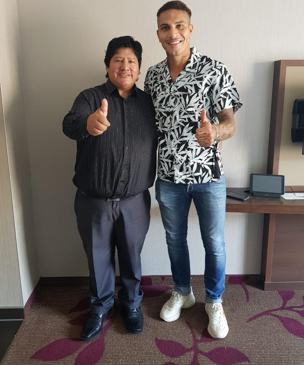 FPF divulga foto de Edwin Oviedo, presidente da federação, e Paolo Guerrero após efeito suspensivo (Foto: Divulgação / Federação Peruana)