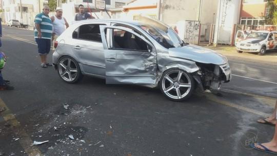 Três ficam feridos em acidente durante suposto racha em avenida de Franca, SP