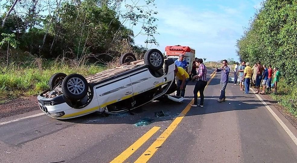 Táxi com cinco pessoas se envolveu em acidente na manhã desta segunda (14) (Foto: Alexandre Lima/Arquivo Pessoal)