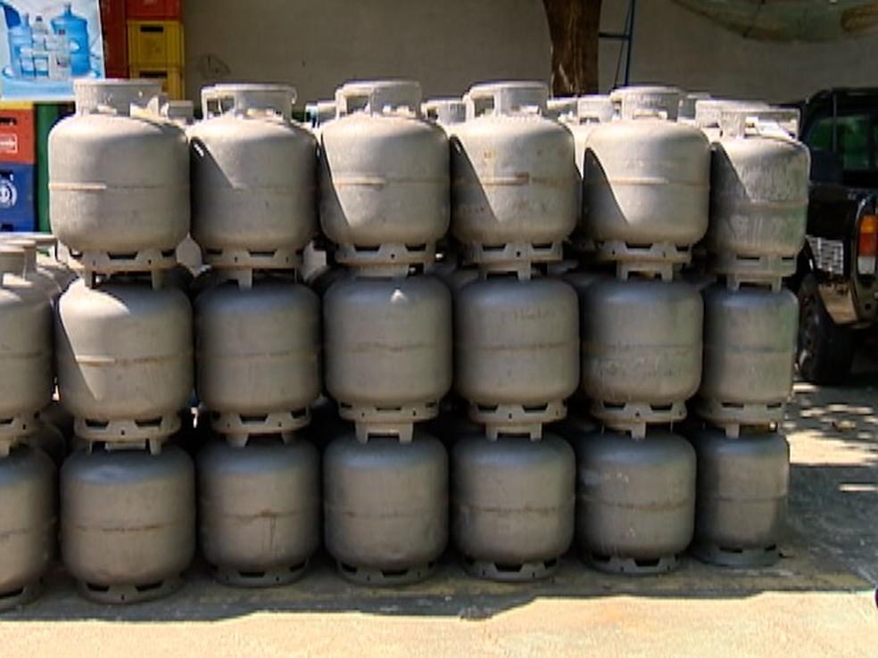 Preço do botijão de gás é reajustado em mais de 12% a partir desta quarta-feira (Foto: Reprodução/TV Fronteira)