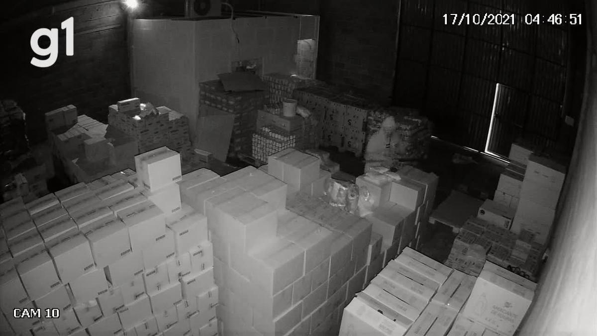 VÍDEO: Bandido arromba depósito e rouba alimentos no bairro Pinheirópolis, em Caruaru