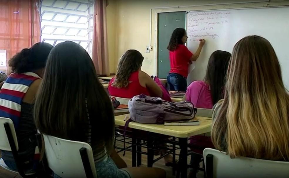 Entre as vagas oferecidas, há oportunidades para professor (Foto: Reprodução/RBS TV)