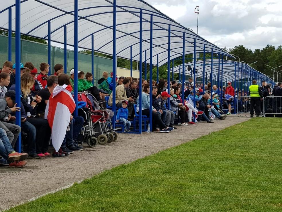 Expetativa dos torcedores ingleses pelo primeiro treino aberto da seleção (Foto: Rodrigo Lois)