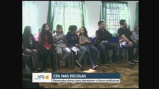 Escola de Chapecó recebe atividades do projeto 'CDL nas Escolas'