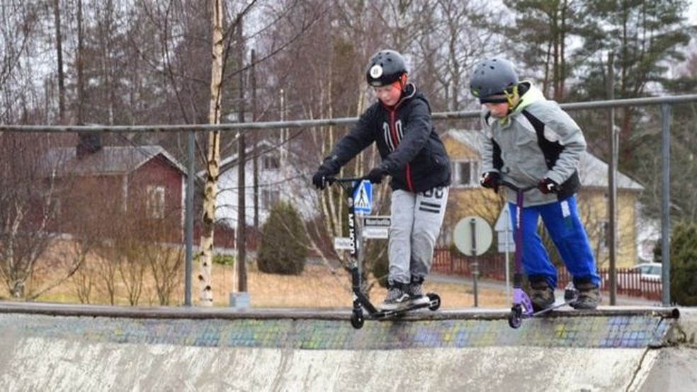 Pista de skate desta escola foi construída graças à ideia sugerida pelos alunos, que ajudaram até a desenhá-la. — Foto: BBC