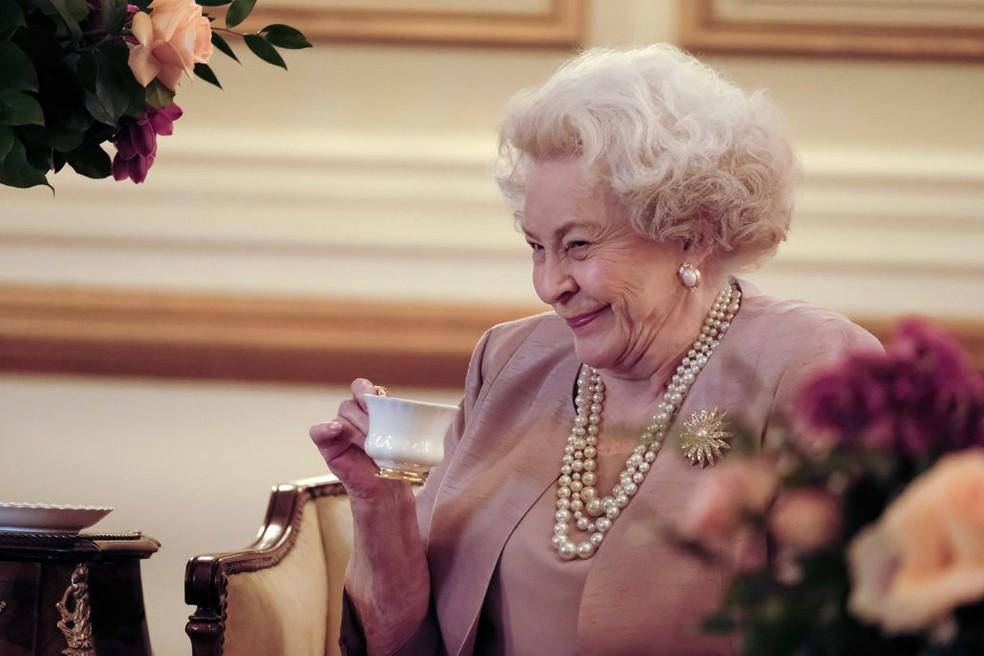 Maggie Sullivan como a rainha Elizabeth II (Foto: Divulgação/Lifetime)