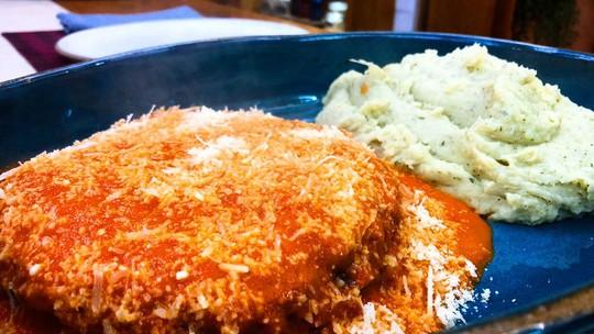 Polpetone do Chef Ravioli com Purê de Batata com Manjericão