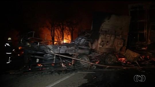 Liberação dos corpos de mortos em acidente com 9 veículos em Goiás pode demorar até 60 dias, diz IML