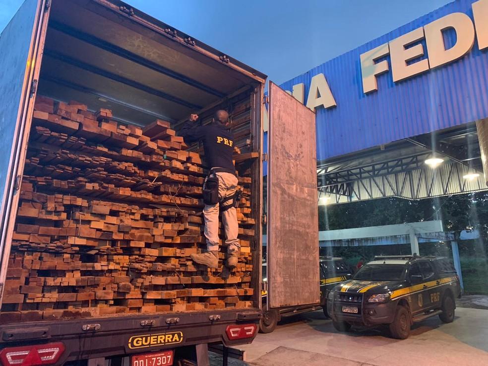 120 m³ de madeira ilegal foram apreendidas pela PRF nas rodovias federais do Maranhão — Foto: Divulgação/PRF