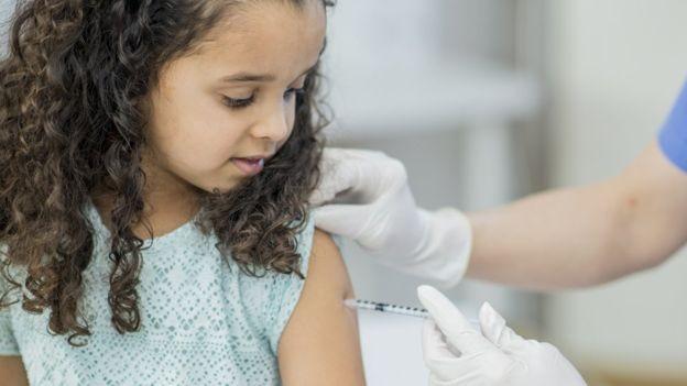 Maior dificuldade na imunização contra a gripe é a diferença entre as cepas do vírus, que estão em mutação constante (Foto: GETTY IMAGES/via BBC News Brasil)