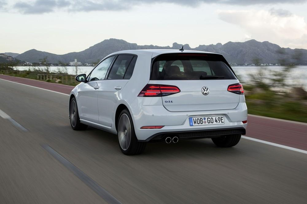 Volkswagen Golf: nova geração é revelada na Alemanha Golf-gte-31-