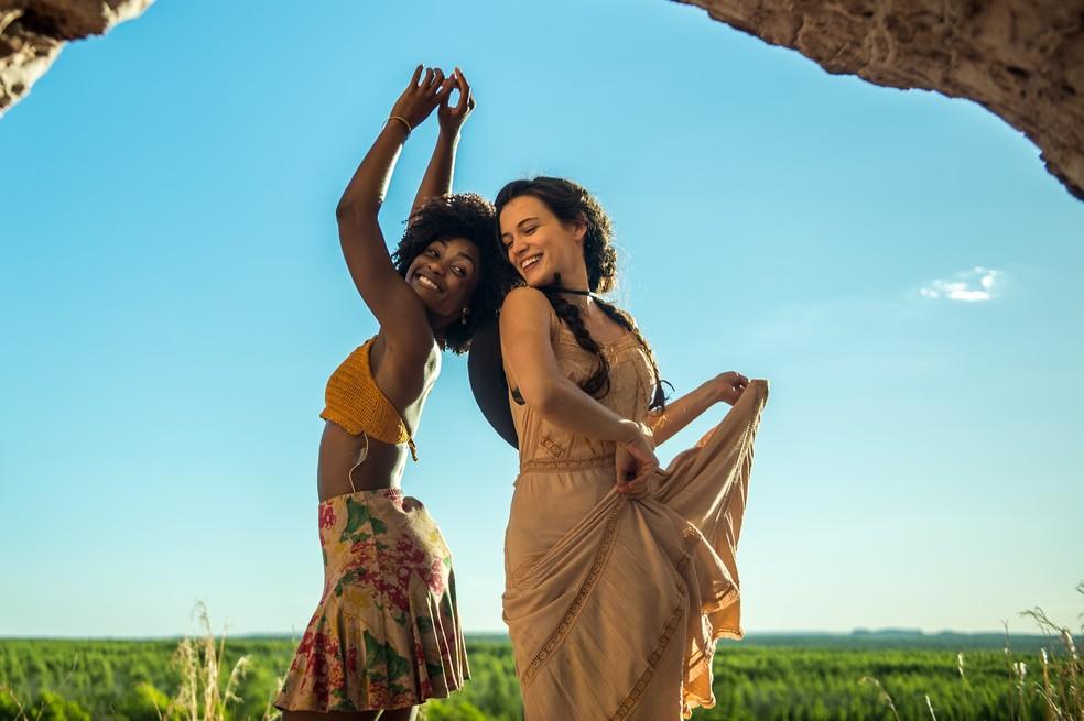 Raquel (Erika Januza) e Clara (Bianca Bin) serão muito amigas em 'O Outro Lado do Paraíso' (Foto:  Tv Globo / Raquel /Cunha)