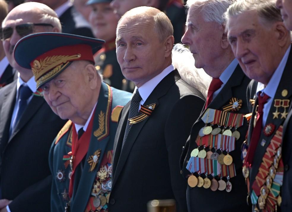 Putin acompanha a parada militar do Dia da Vitória na Praça Vermelha em Moscou, na Rússia — Foto: Sergey Guneev/Divulgação via Reuters