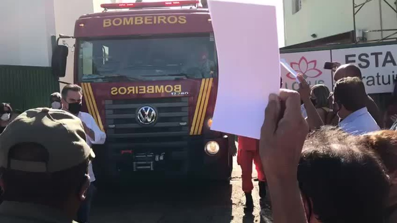 Cortejo em homenagem ao ex-prefeito Firmino Filho passa por ruas de Teresina