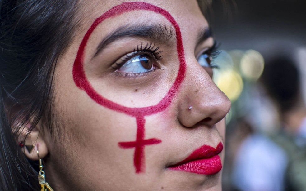 Manifestante protesta na Paulista contra projeto que criminaliza todo tipo de aborto (Foto: Cris Faga/Fox Press Photo/Estadão Conteúdo)