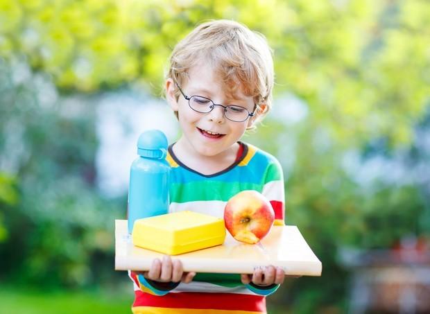 Crianças estudar ao ar livre (Foto: ThinkStock)
