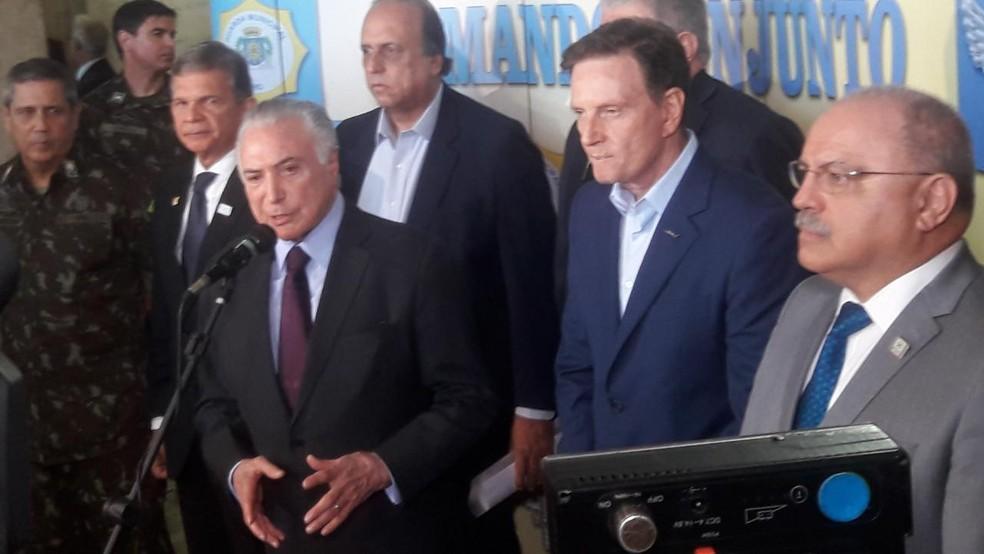 Presidente Michel Temer participa de encontro com governador e interventor federal na segurança do RJ (Foto: Gabriel Barreira / G1)