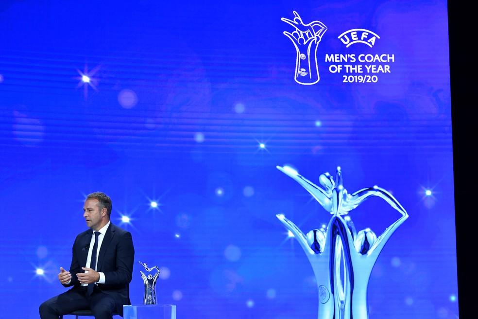 Hansi Flick na premiação de melhor técnico da Liga dos Campeões 2019/20 — Foto: REUTERS