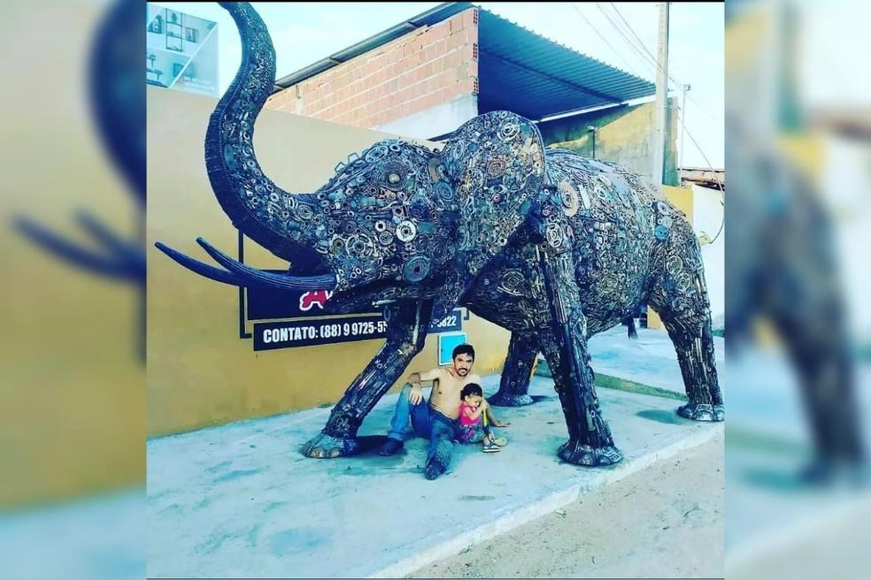 Escultura de elefante que mede 3m de altura, 3,5m de largura e pesa duas toneladas, no Ceará. — Foto: Arquivo pessoal