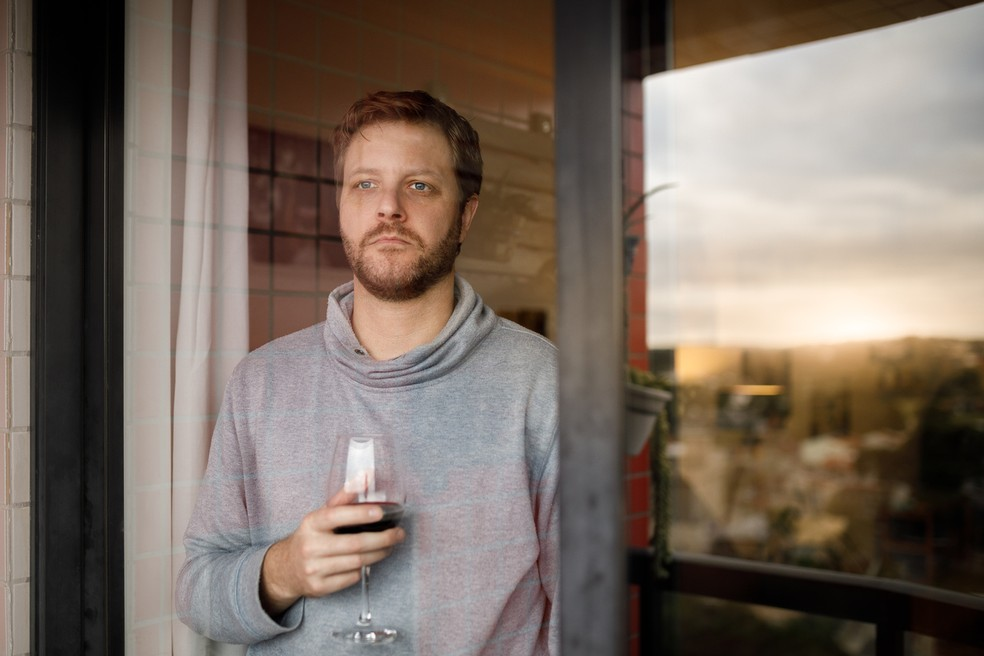 O consumo de bebidas alcóolicas traz diversos prejuízos à saúde — Foto: Istock Getty Images