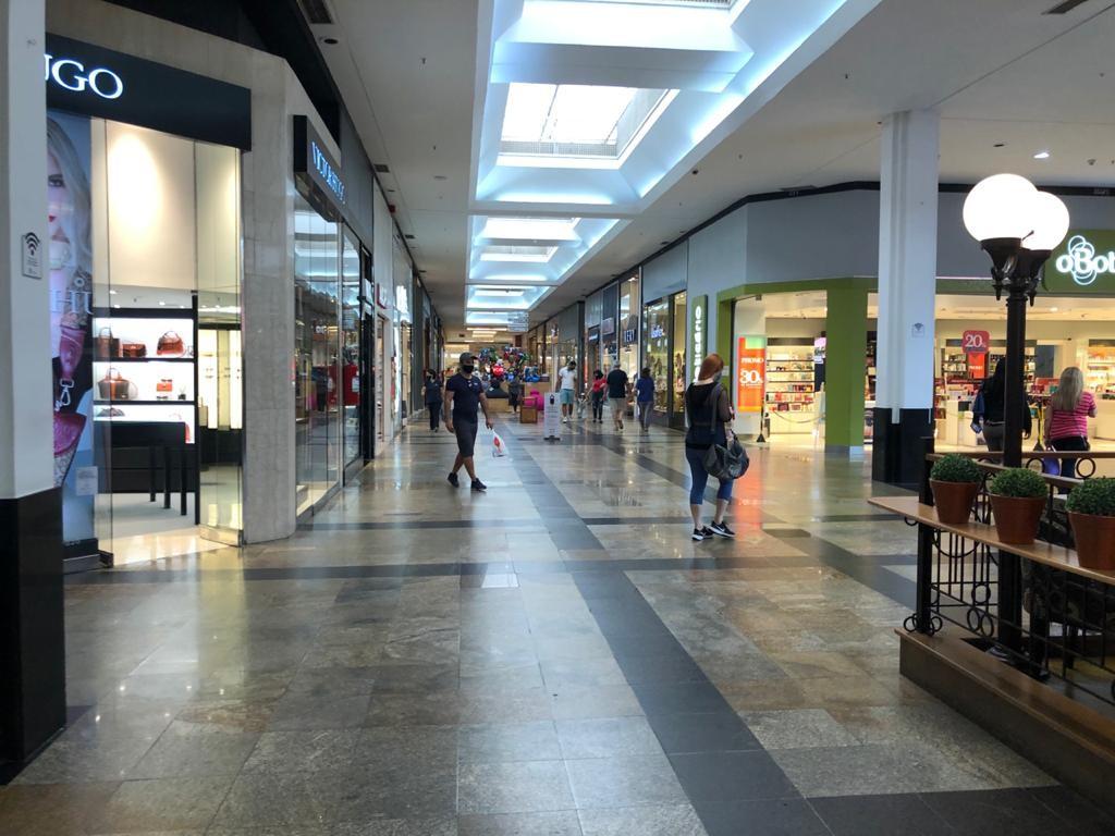 Lojas do shopping de Mogi e Suzano reúnem 36 oportunidades para quem busca emprego nesta terça; veja lista