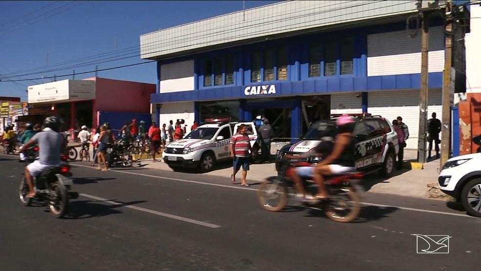 Bandidos explodiram agência da Caixa em Timon e um morador de rua morreu na ação (Foto: Reprodução/TV Mirante)