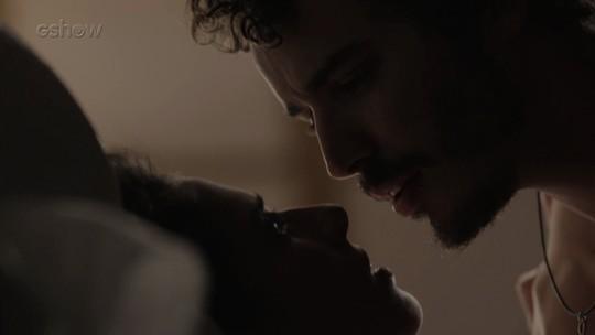 Ivana e Cláudio têm primeira noite de amor