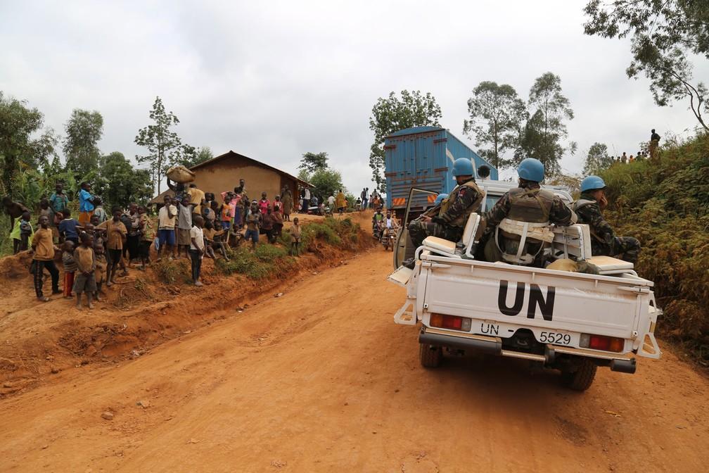 Soldados marroquinos da missão da ONU na República Democrática do Congo (Monusco) patrulham Djugu, território de devastado pela violência no leste do país. Foto de 13 de março  — Foto: Samir Tounsi / AFP