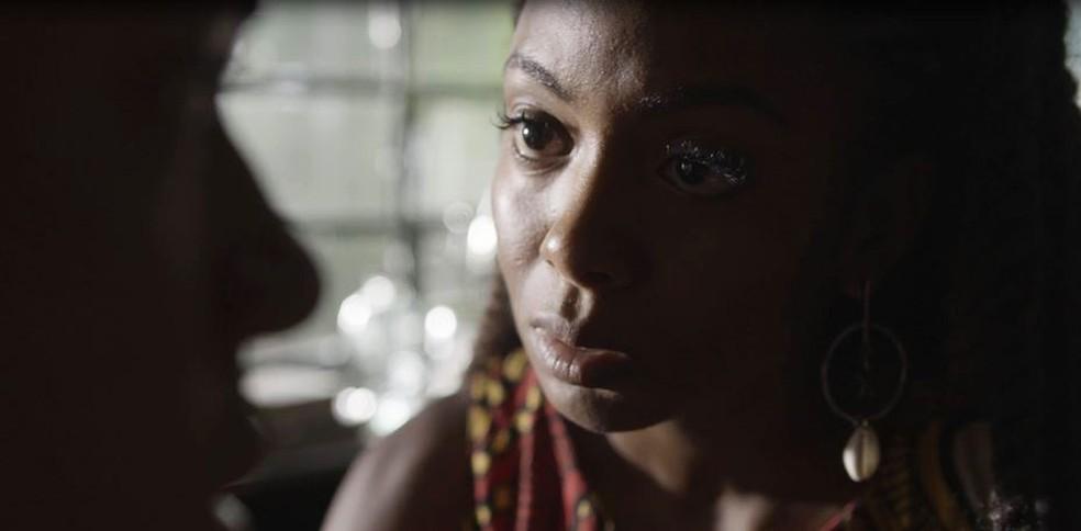 Marie (Eli Ferreira) reencontra Martin, seu filho perdido — Foto: TV Globo