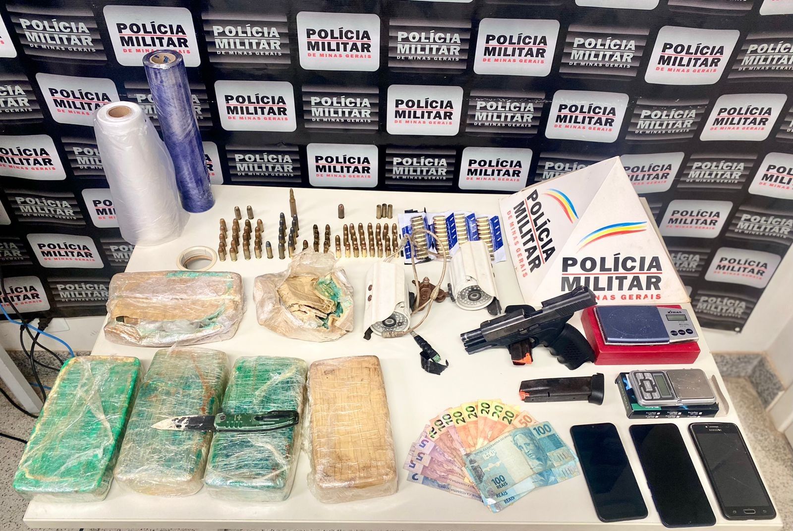 Polícia liberta jovem mantido em cárcere e apreende drogas e um dos sequestradores em Patrocínio