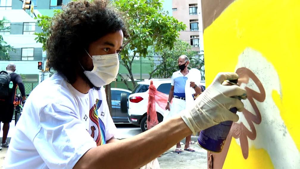 Processo do artista demora demora algumas horas para ser finalizado — Foto: Reprodução/TV Globo