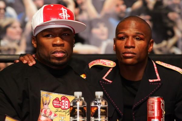 50 Cent e Floyd Mayweather na época em que ainda eram amigos (Foto: Getty Images)