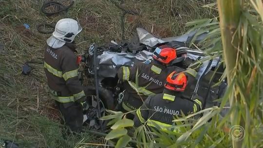 Idoso que morreu em acidente que deixou caminhonete esmagada teria cruzado rodovia, diz polícia