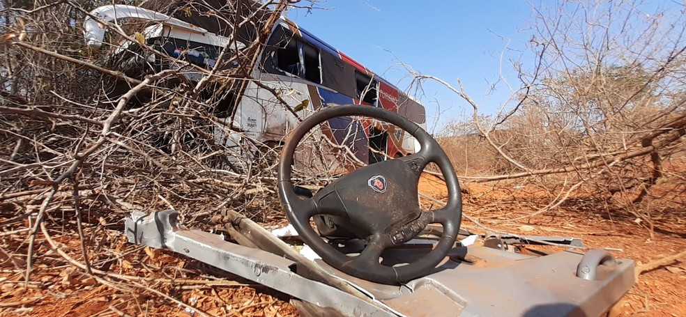 Segundo o DER, ônibus estava habilitado para fazer o transporte de passageiros de SP para BA — Foto: Fábio Alexsandro/Inter TV