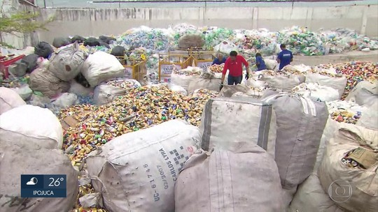 Catadores recolhem 30 toneladas de lixo reciclável durante o carnaval em Olinda