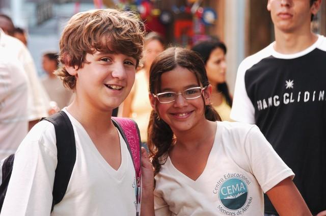 Rafael Ciani e Bruna Marquezine em 'Cobras & lagartos' (Foto: TV Globo )