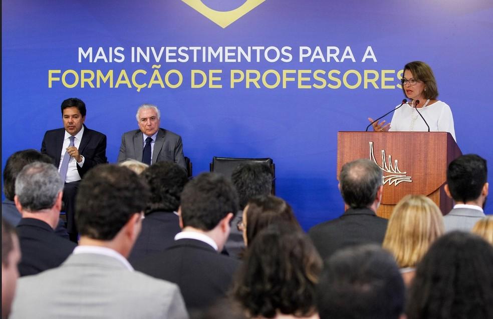 O presidente Michel Temer (centro), no Palácio do Planalto, durante evento no Palácio do Planalto nesta quarta (28) (Foto: Isac Nobrega/PR)