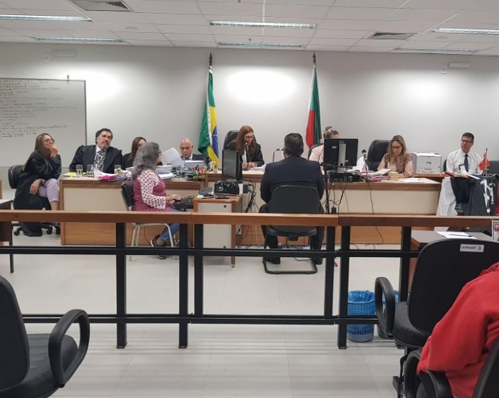 Réu Leandro é interrogado no júri sobre ataque a judeus em 2005 — Foto: TJ-RS/Divulgação
