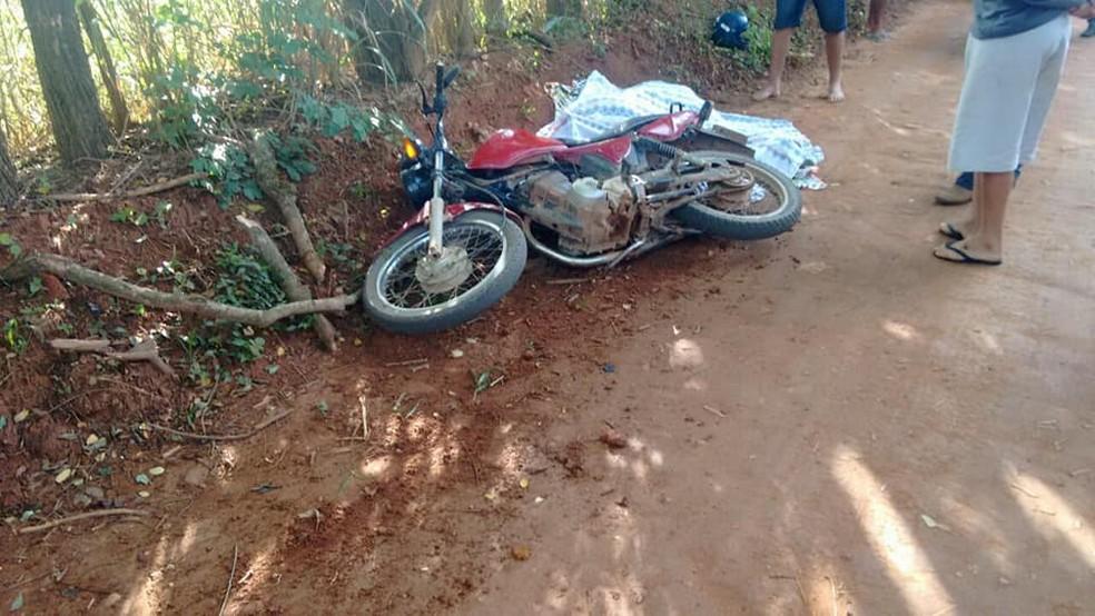 -  Vítimas estavam em uma motocicleta no momento do crime  Foto: Paulo Roberto da Rádio/Reprodução