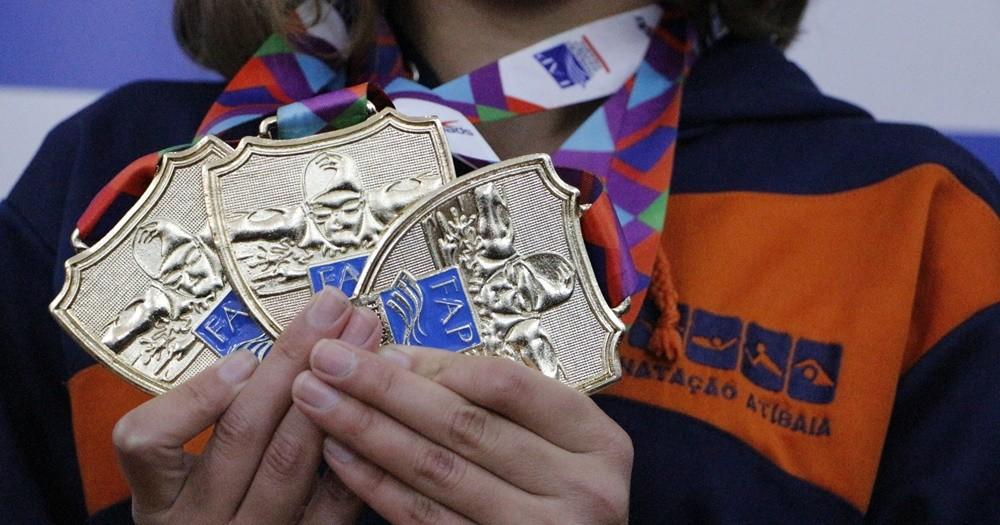 Natação de Atibaia brilha com medalhas em campeonato paulista
