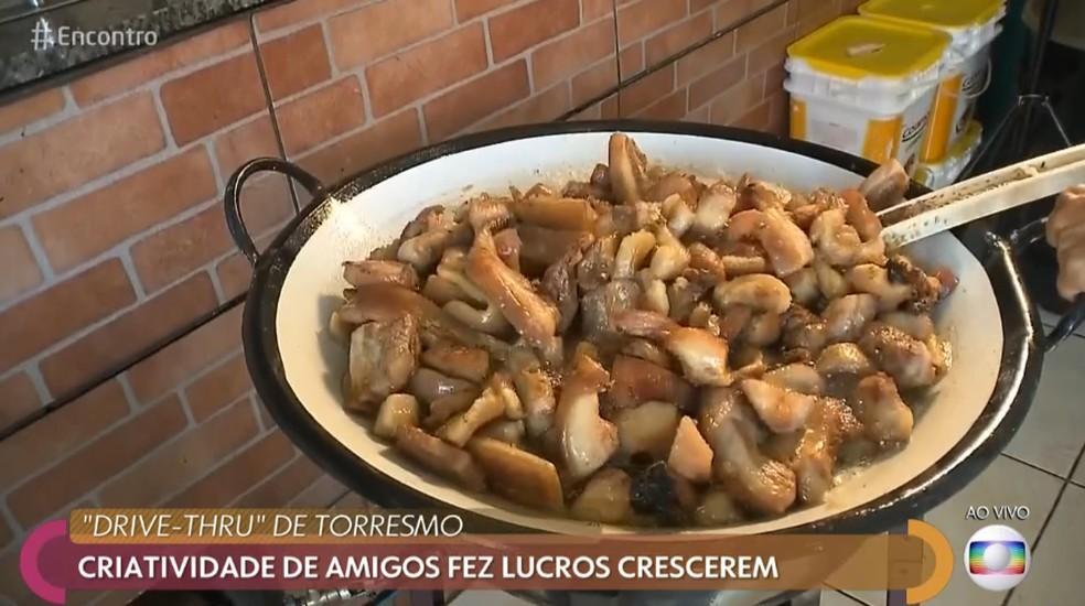 Os torresmos fazem MUITO sucesso na região de Londrina  — Foto: Tv Globo