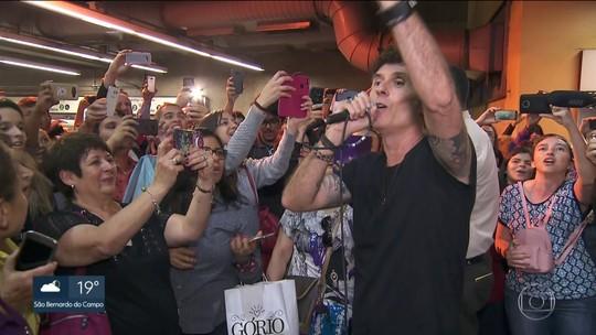 Capital Inicial faz show surpresa no Metrô de São Paulo para divulgar o Rock in Rio
