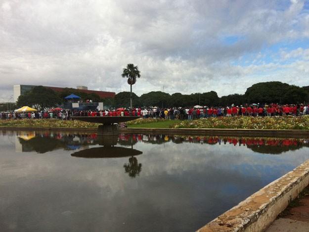 Policiais militares em reunião geral em frente ao Palácio do Buriti, sede do GDF (Foto: Isabella Formiga/G1)
